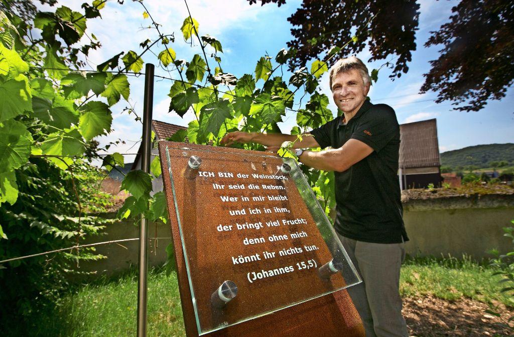 Pfarrer Georg Braunmüller hofft, dass   der Bibelgarten viele Besucher anlockt. Foto: Horst Rudel