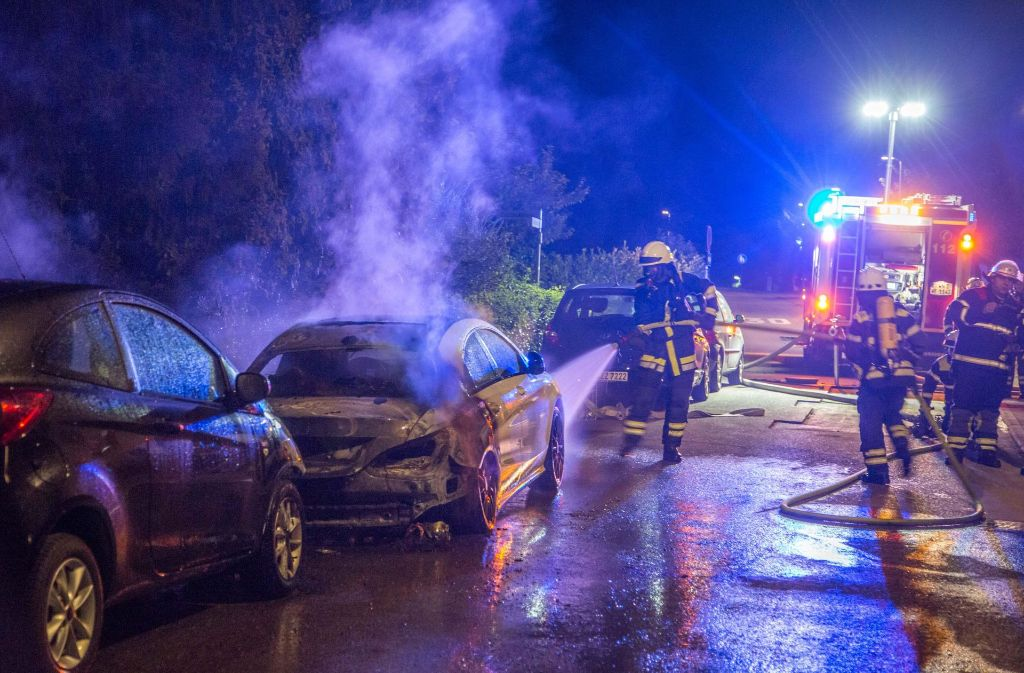 In Weinstadt-Beutelsbach haben in der Nacht drei Autos gebrannt.   Foto: 7aktuell.de/Simon Adomat