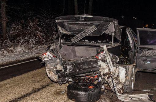 Wildwechsel führt zu Unfall – Gastank aus Mercedes gerissen