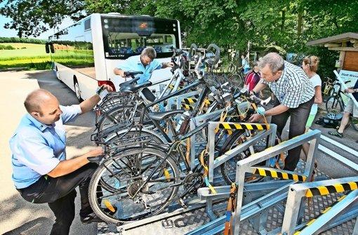 Radwanderbus schon überfüllt