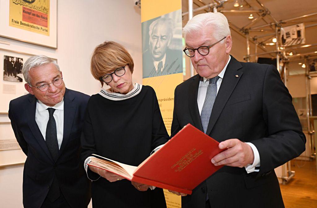 Bundespräsident Frank-Walter Steinmeier mit Ehefrau Elke Büdenbender und Vize-Ministerpräsident Thomas Strobl Foto: dpa/Franziska Kraufmann