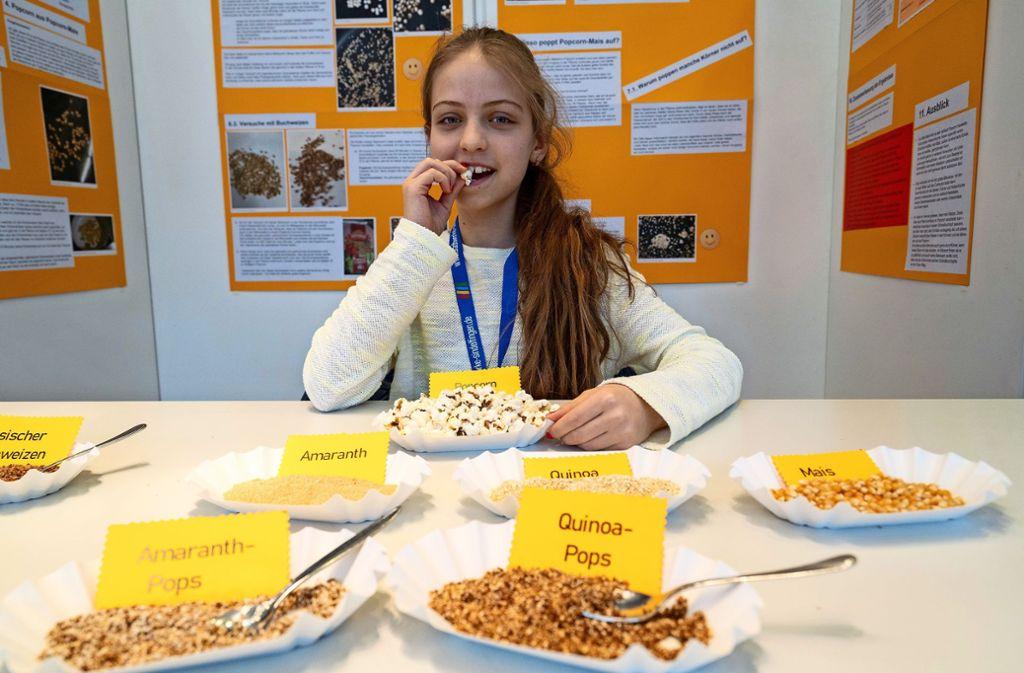 Katherina erfindet das Popcorn neu. Drei Abiturienten entwickeln ein Gewächshaus für die Stadtwohnung. Foto: factum/Jürgen Bach
