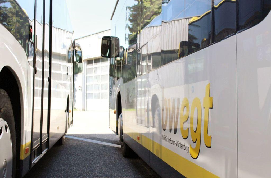 """Die Busse im """"bwegt""""-Design verbinden Göppingen und Loch. Foto: LRA Göppingen"""