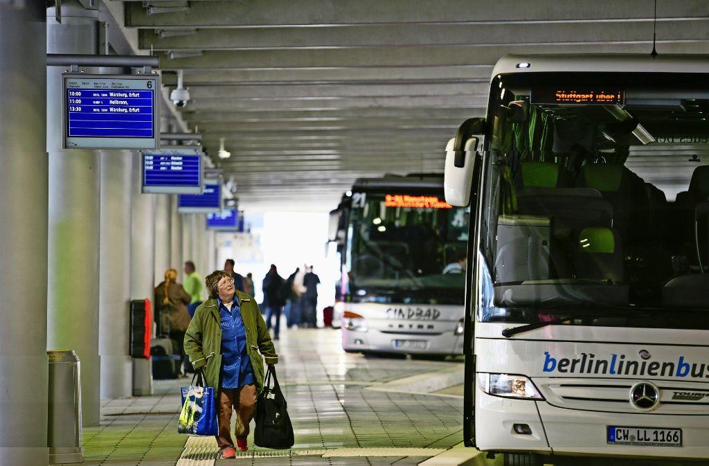 Vom Fernbusbahnhof aus geht es für viele Balkanflüchtlinge zurück in die Heimat. Foto: Lichtgut/Leif Piechowski
