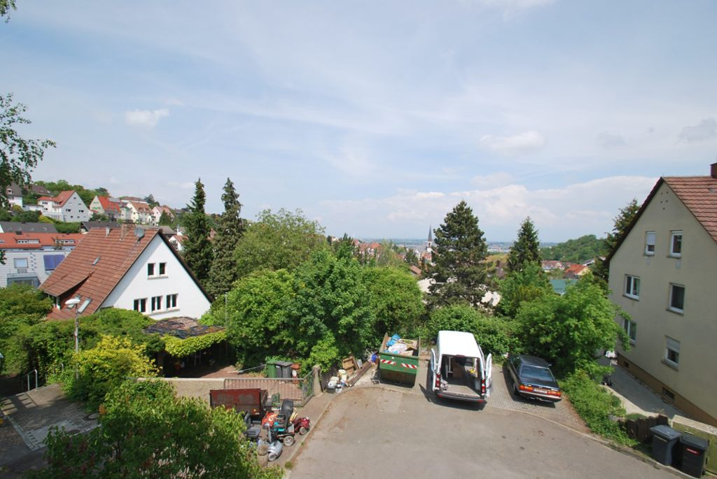 Das Haus auf der linken Seite soll abgerissen werden und durch zwei knapp 20 Meter hohe und miteinander verbundene Gebäude ersetzt werden.        Foto: Sebastian Steegmüller