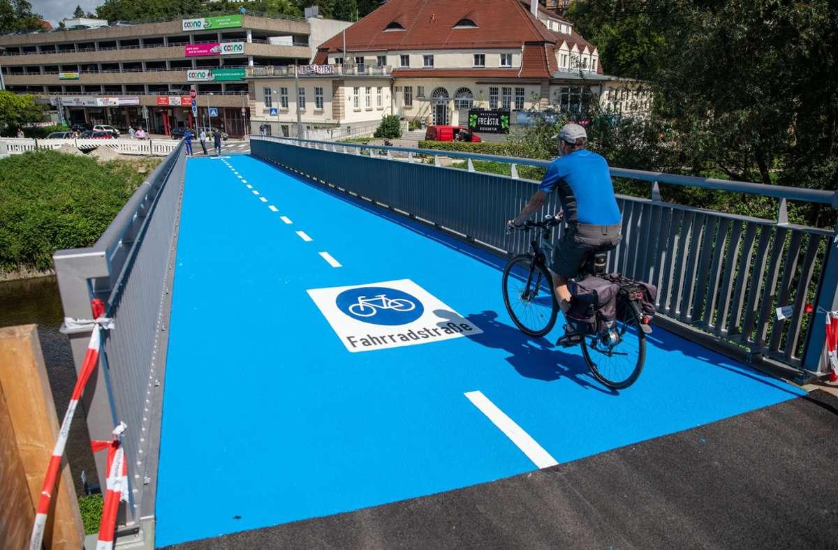 Deutschland erste Fahrradbrücke mit Fußboden-Heizung steht in Tübingen. Foto: dpa/Christoph Schmidt