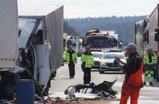 Lastwagen-Fahrer stirbt bei Unfall – A8 zeitweise voll gesperrt