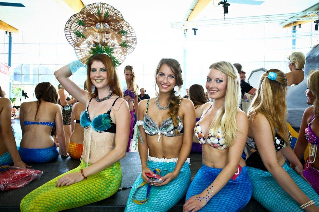 Traum vieler Mädchen: einmal als Meerjungfrau durchs Wasser gleiten. Weitere Bilder der Veranstaltung sehen Sie in unserer Fotostrecke. Foto: Benjamin Beytekin