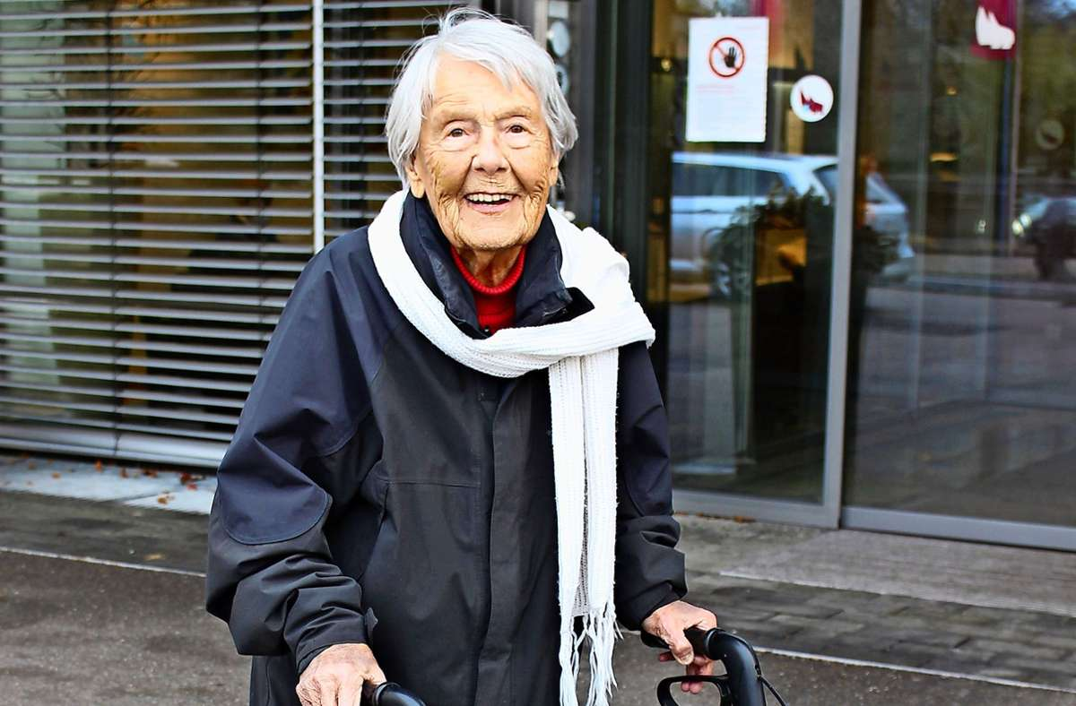 Elisabeth Hartmann geht freitags immer auf den Markt. Und auch sonst ist einiges los bei ihr. Foto: Caroline Holowiecki