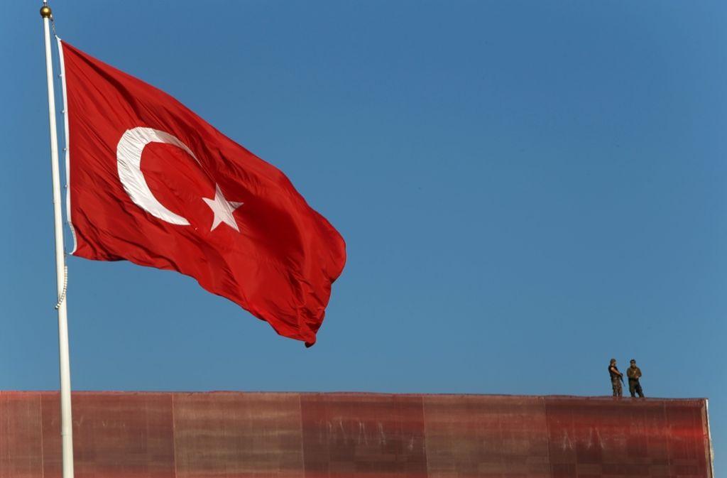 Nach dem Putschversuch hält die Türkei die Welt mit Festnahmen, Protesten, Demonstrationen und täglich neuen Meldungen von Präsident Erdogan in Atem. Foto: AP