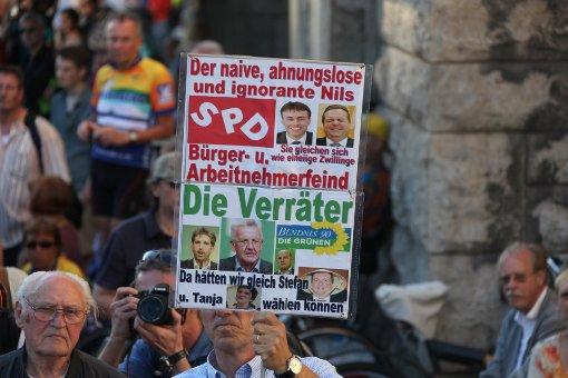 Demonstranten kritisieren Kungeltreffen