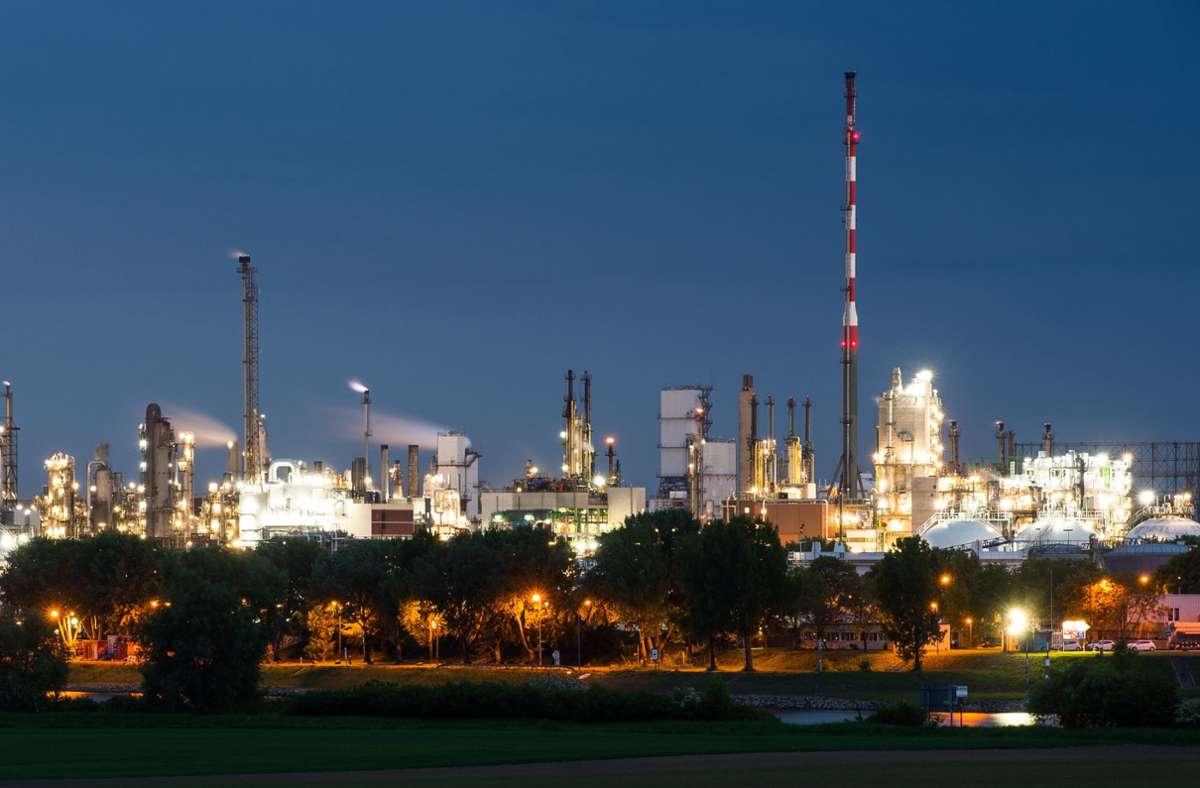 Die Anlage zur Herstellung des Ausgangsstoffes bei der Herstellung von Pharma- und Kosmetikprodukten bei BASF sei vorsorglich abgestellt worden. (Archivbild) Foto: dpa/Andreas Arnold