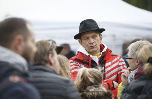 Polizei stoppt umstrittenen Arzt Bodo Schiffmann auf dem Weg zu Protest