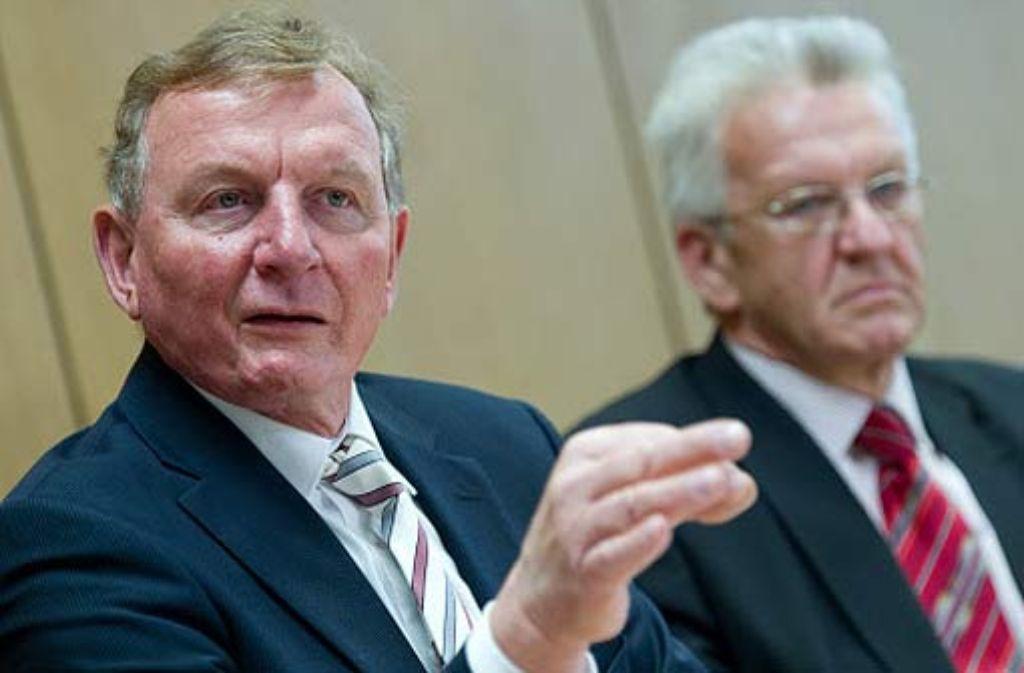 Schmiedel und Kretschmann sind sich nicht einig, was Heiner Geißlers Kompromissvorschlag angeht. Foto: dpa