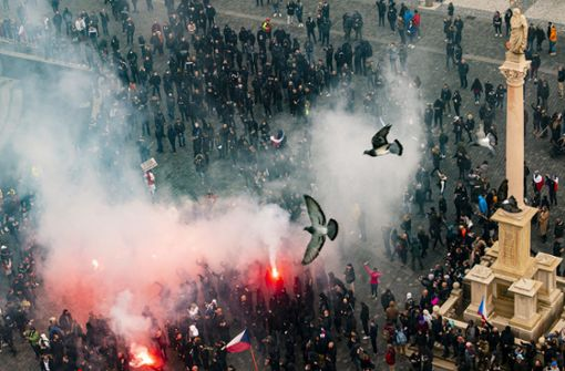 Wasserwerfer und Tränengas  – Krawalle bei Demo in Prag