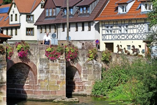 Die Brücke als Wahrzeichen des Dorfes