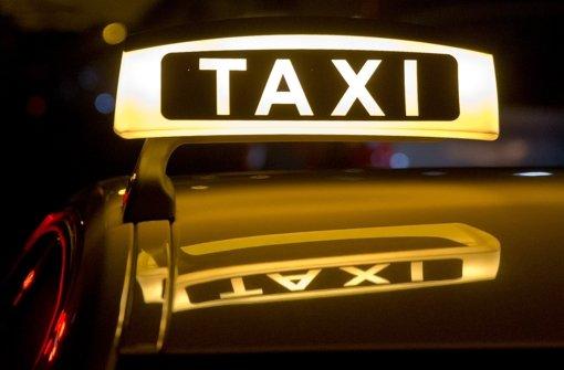 13.9.: Taxifahrer flüchtet nach Unfall