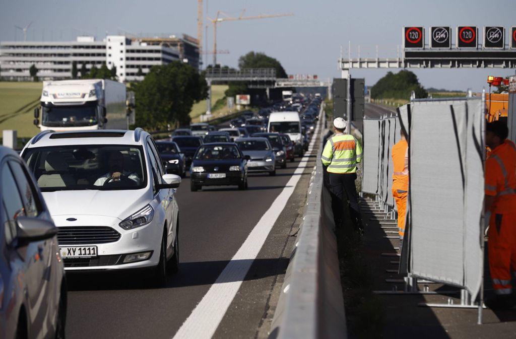 Am Freitagabend gab es auf der A81 einen schweren Unfall. Foto: 7aktuell.de/Simon Adomat