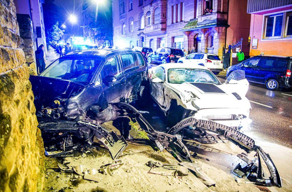 Sechs geparkte Fahrzeuge hat der Mustang-Fahrer beschädigt. Foto: 7aktuell.de//Marc Gruber