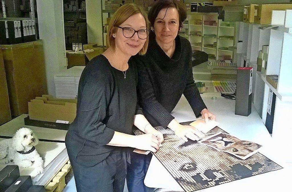 Tanja Haller und Julia Habermaier (rechts) in ihrem Atelier. Foto: Petra Mostbacher-Dix