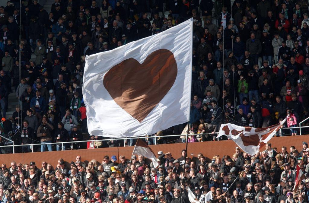 Das Herz von St. Pauli: Es schlägt am Millerntor. Foto: dpa