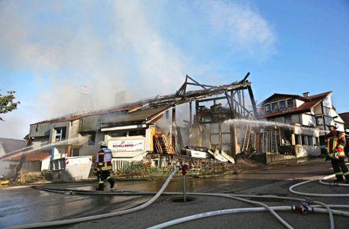 Mann brennt aus Versehen eigenes Haus ab – wie geht es nun weiter?