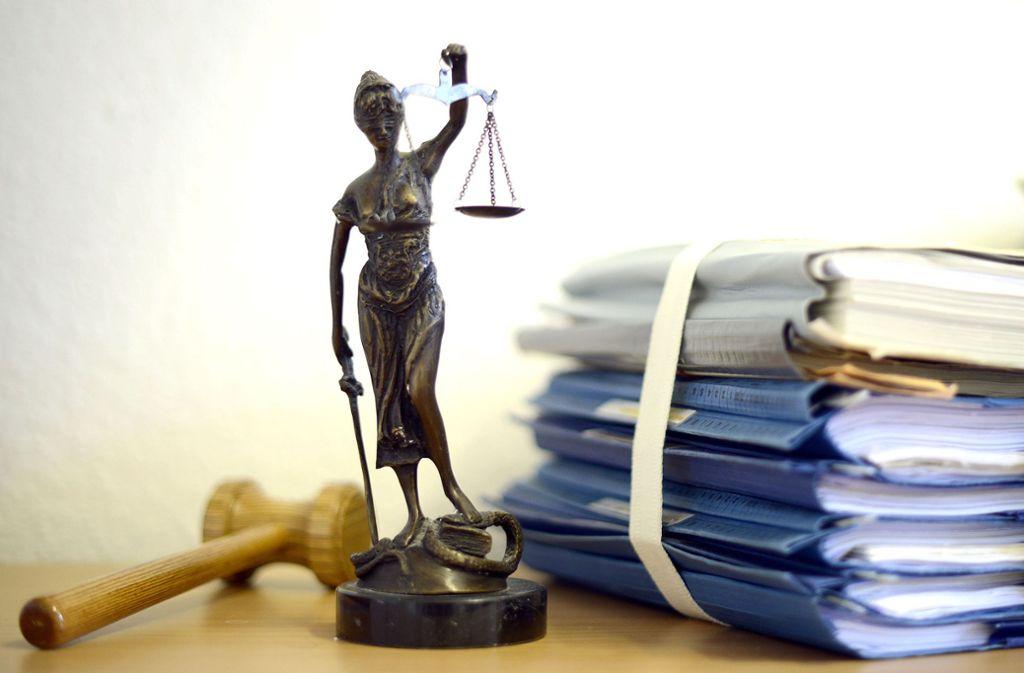 Vor der Urteilsverkündung ist ein junger Mann aus dem Gericht in Hechingen geflohen (Symbolfoto). Foto: dpa