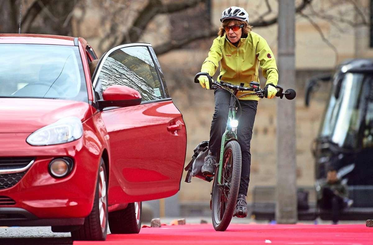 Weil es immer mehr Radfahrer gibt, kommt es zu mehr Konflikten mit Autofahrern oder Fußgängern. Foto: dpa/Marijan Murat