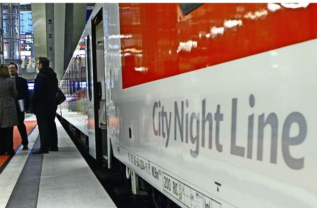 Die Deutsche Bahn hat unlängst ihre Nachtzüge mit Liegewagen abgeschafft –  und lässt nun angesichts der hohen Nachfrage verstärkt normale Züge nachts fahren. Foto: dpa