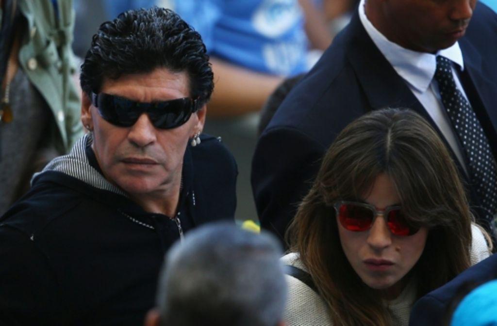 Diego Maradona (links) und seine Tochter Giannina Maradona bei der Partie von Argentinien gegen den Iran bei der Fußball-WM 2014. Foto: Getty Images South America