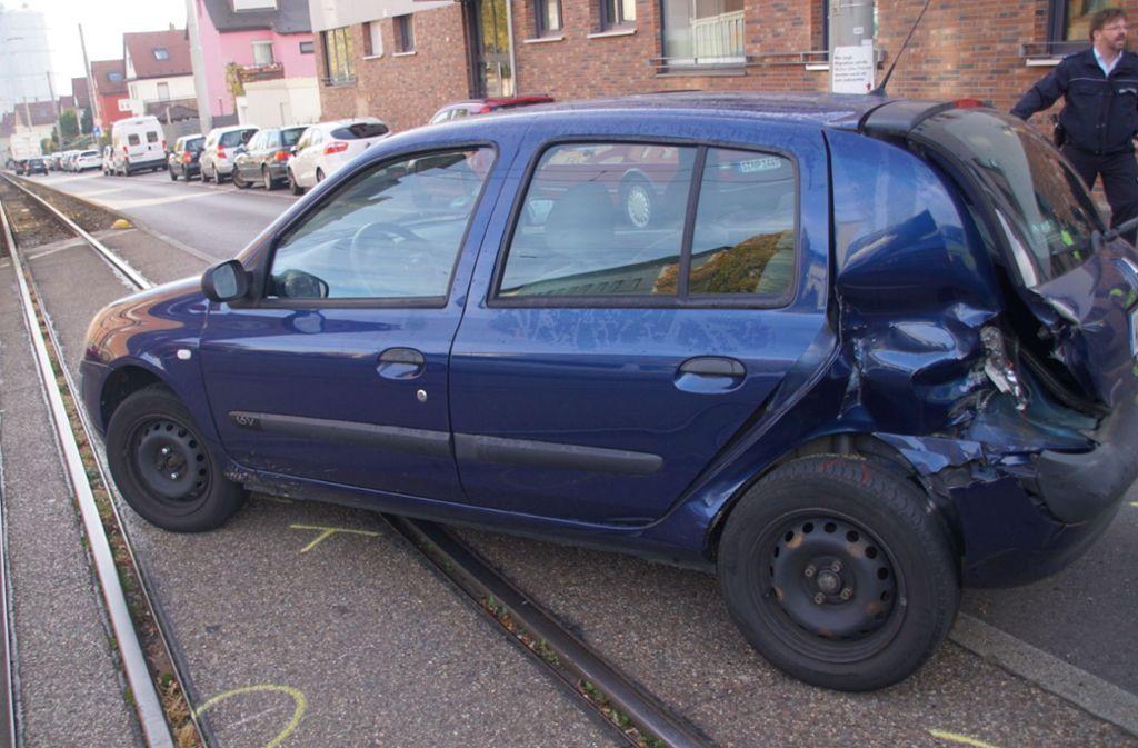 Ein Renault ist vermutlich beim Wendemanöver mit einer Stadtbahn kollidiert. Foto: SDMG