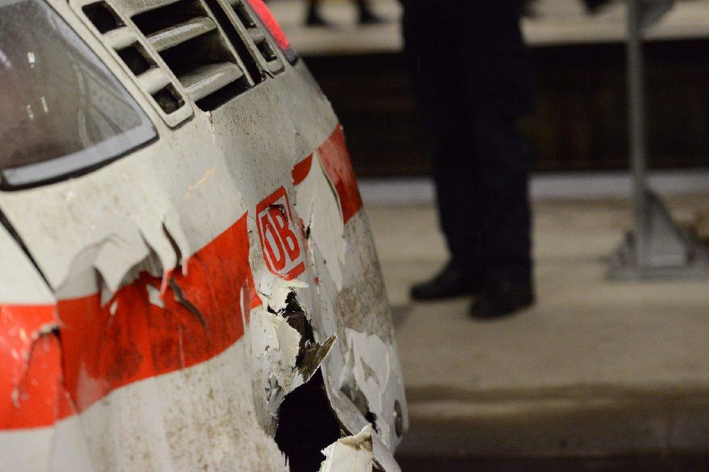 Gegen 17 Uhr ist der ICE in den Stuttgarter Hauptbahnhof eingefahren. Foto: www.7aktuell.de | Oskar Eyb und Wolfgang Rüter