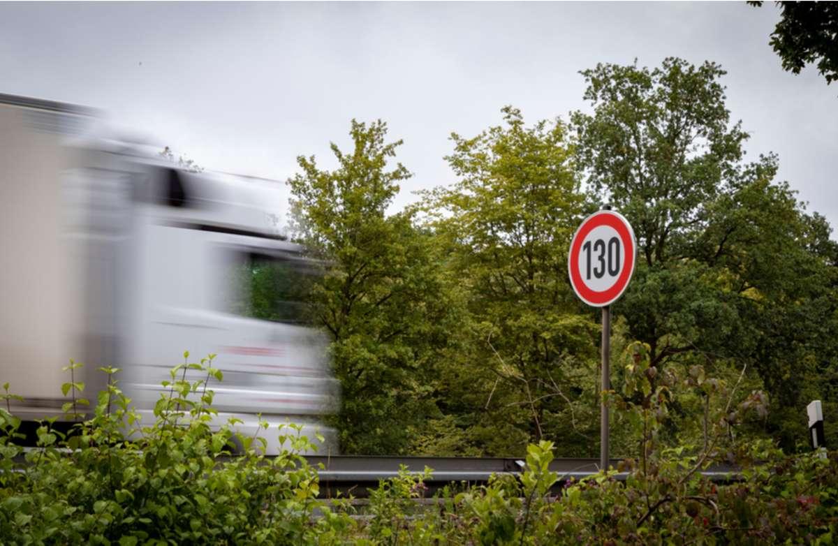 So stehen die Parteien zum Tempolimit. Foto: Thomas Stockhausen / shutterstock.com