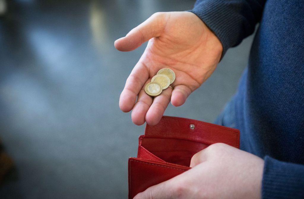 Der Erlass komme vor allem Menschen mit geringem Einkommen wie Arbeitslosen und Frührentnern zugute. (Symbolbild) Foto: dpa