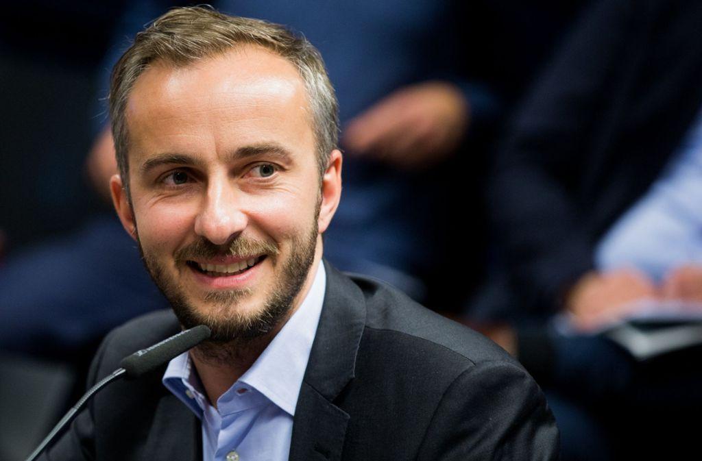 """Entertainer Jan Böhmermann ruft zu Spenden für die """"Lifeline""""-Crew auf. Foto: dpa"""