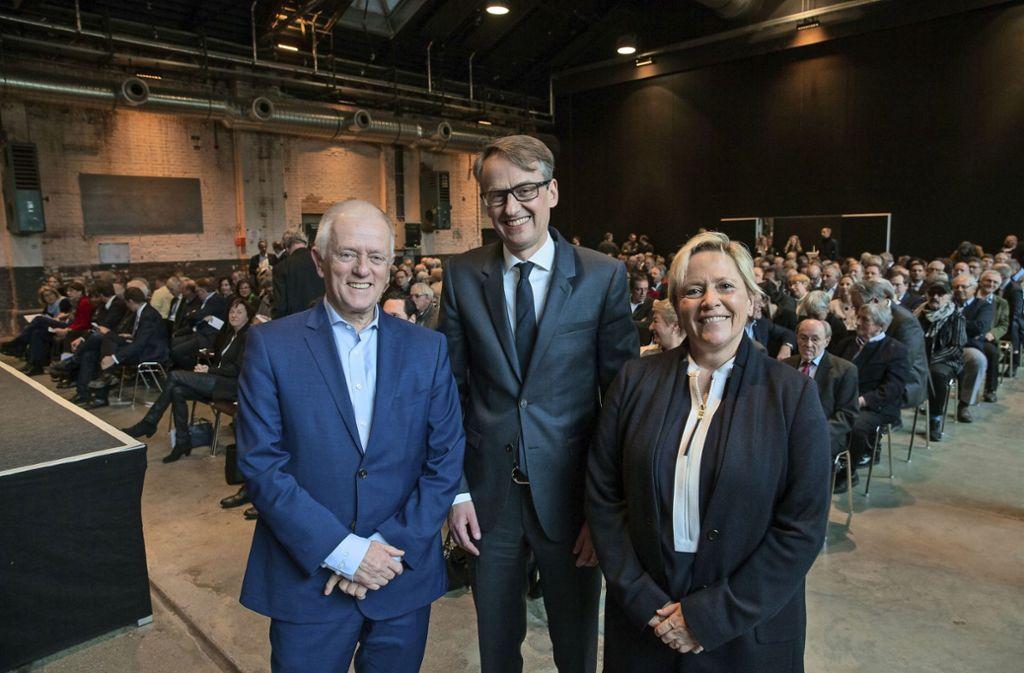 Michael Föll (Mitte) mit  OB Fritz Kuhn und   Ministerin  Susanne Eisenmann Foto: Lichtgut/Leif Piechowski