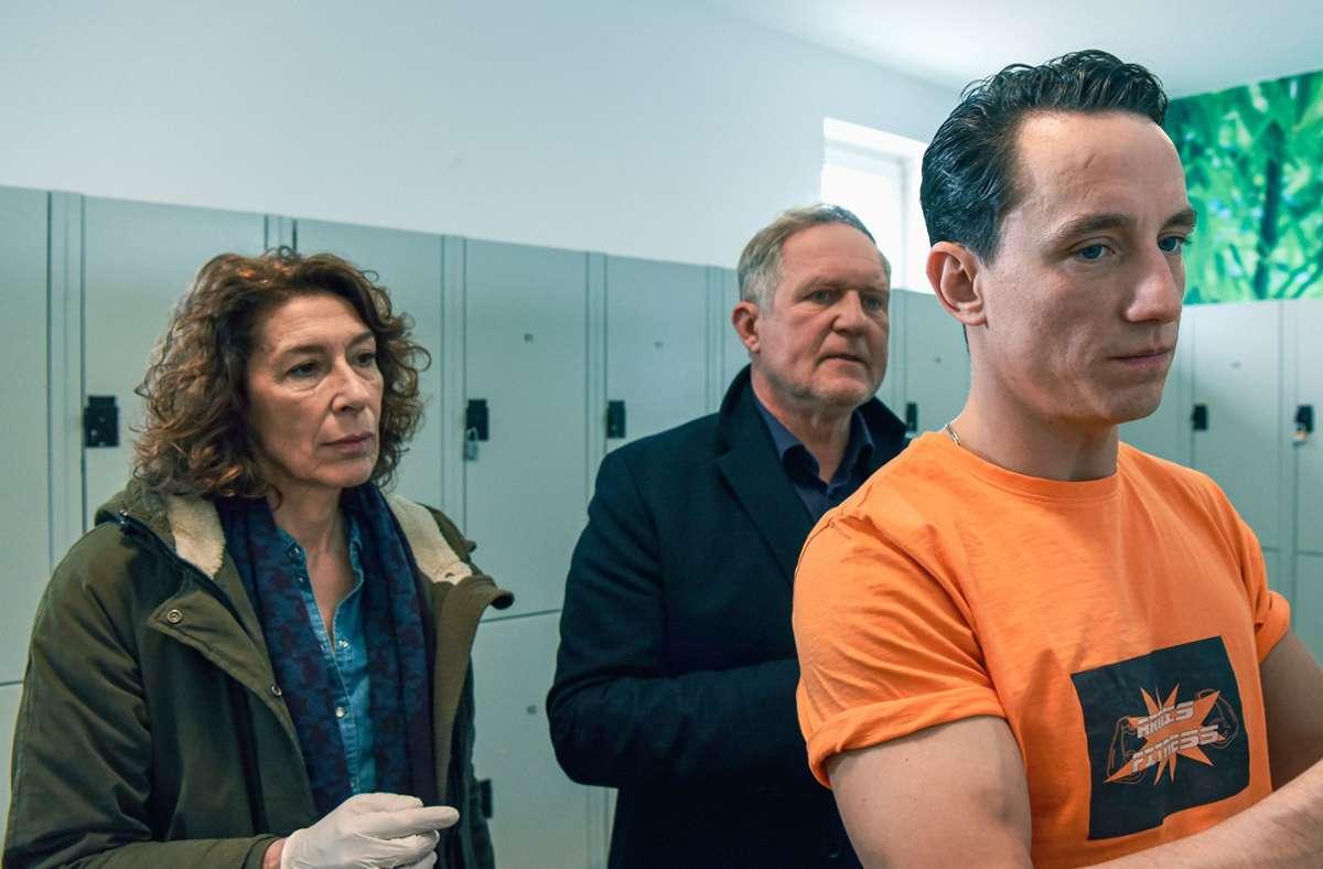 So blicken doch eigentlich nur Mörder, die sich vor neugierigen Fragen fürchten! Foto: ORF/Hubert Mican