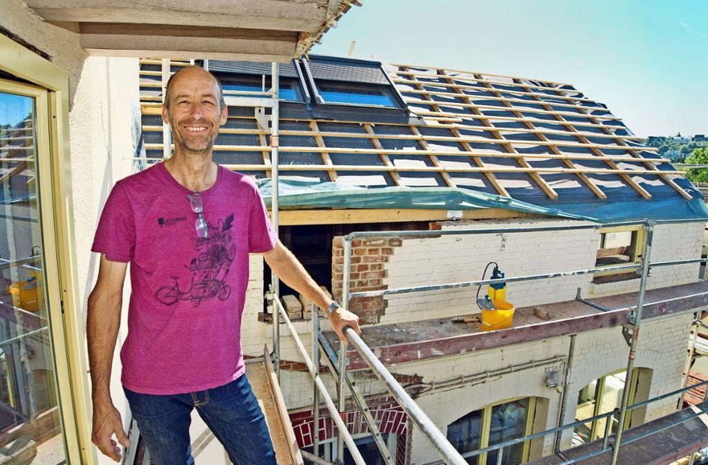 Thomas Becker hat das Projekt Kesselhof mitgegründet. Das Ziel ist es, gemeinschaftlich, selbstverwaltet und generationenübergreifend zu wohnen. Foto: Lichtgut/Oliver Willikonsky