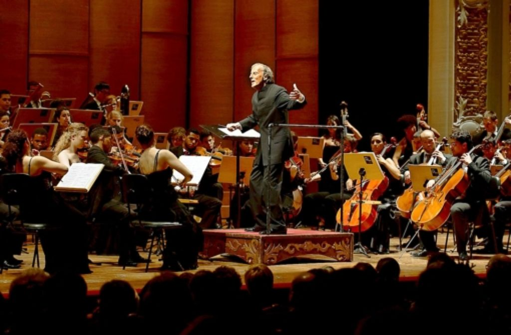 Das Young Euro Classic Orchestra besteht aus brasilianischen und deutschen Nachwuchsmusikern. Lothar Zagrosek dirigiert es zur Eröffnung. Foto: Kai Bienert