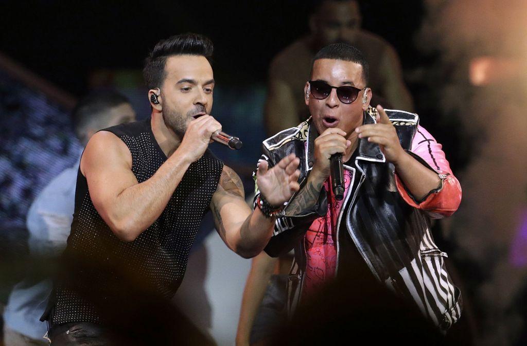 """Die beiden Musiker Lusi Fonsi (links) und Daddy Yankee brechen mit ihrem Song """"Despacito"""" alle Rekorde. Foto: AP"""