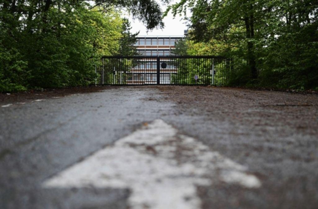 Die frühere IBM-Zentrale im Wald nahe Vaihingen steht seit vier Jahren leer. Um die denkmalgeschützten Gebäude zu erhalten, plant die Stadt dort einen neuen Stadtteil. Foto: dpa
