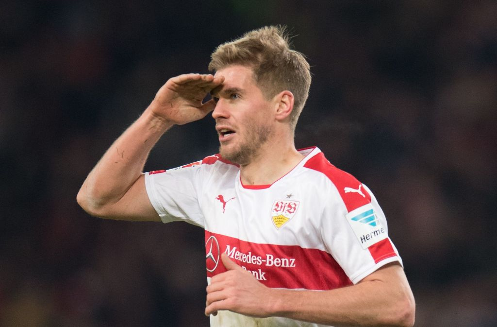 Simon Terodde bleibt beim VfB Stuttgart – und die Fans huldigen ihrem Torjäger. Foto: dpa