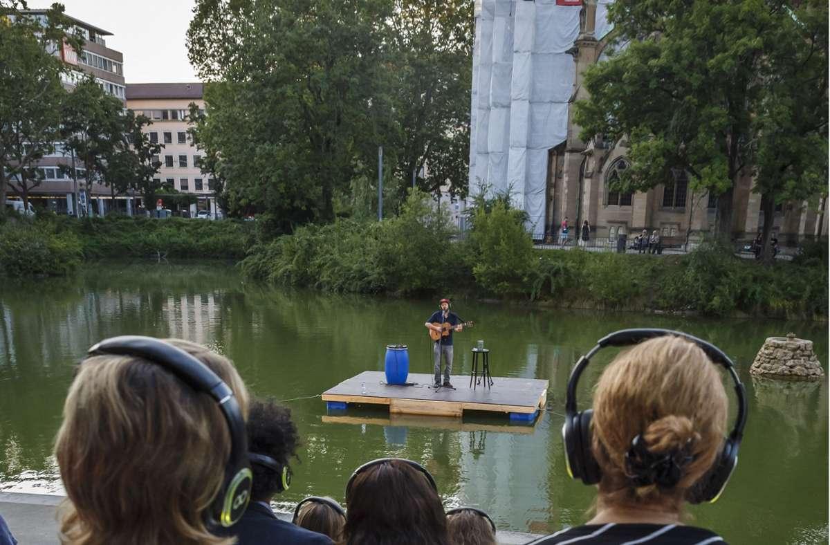 Der Kölner Slam-Poet Quichotte auf der  neuen Bühne auf dem Feuersee im Stuttgarter Westen. Foto: Lichtgut/Julian Rettig