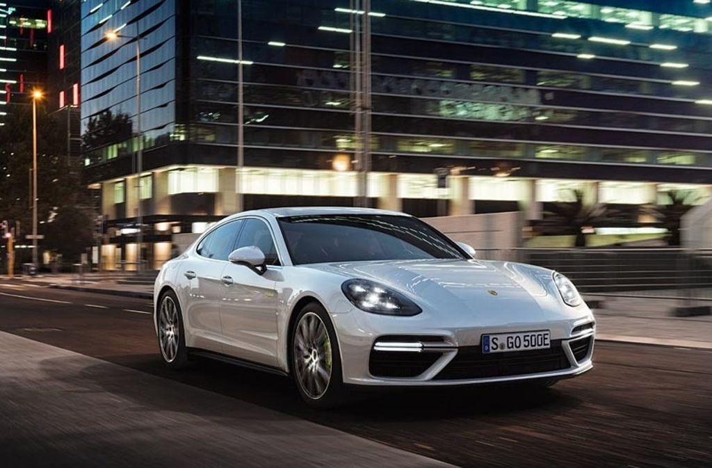 Den Sprint von 0 auf 100 km/h soll der 2,5 Tonnen schwere Porsche Panamera Turbo S E-Hybrid in 3,4 Sekunden absolvieren Foto: Porsche
