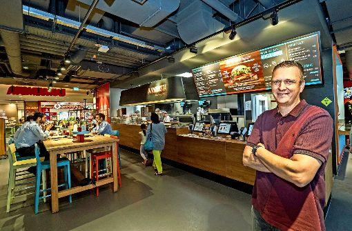 Der Restaurantleiter René Steinberger im Burgerista Ludwigsburg Foto: factum/Weise