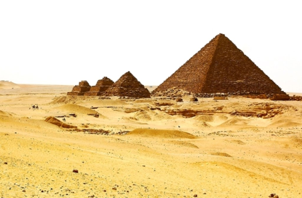 Die Pyramiden im Kriegsgebiet: Trotz der großen Anziehungskraft für Besucher ziehen Reisebüros ihre Ägypten-Angebote zurück. Foto: dpa