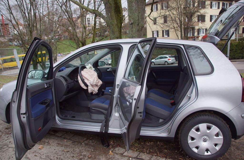 Der VW-Polo nach dem Unfall in Bad Cannstatt. Foto: SDMG