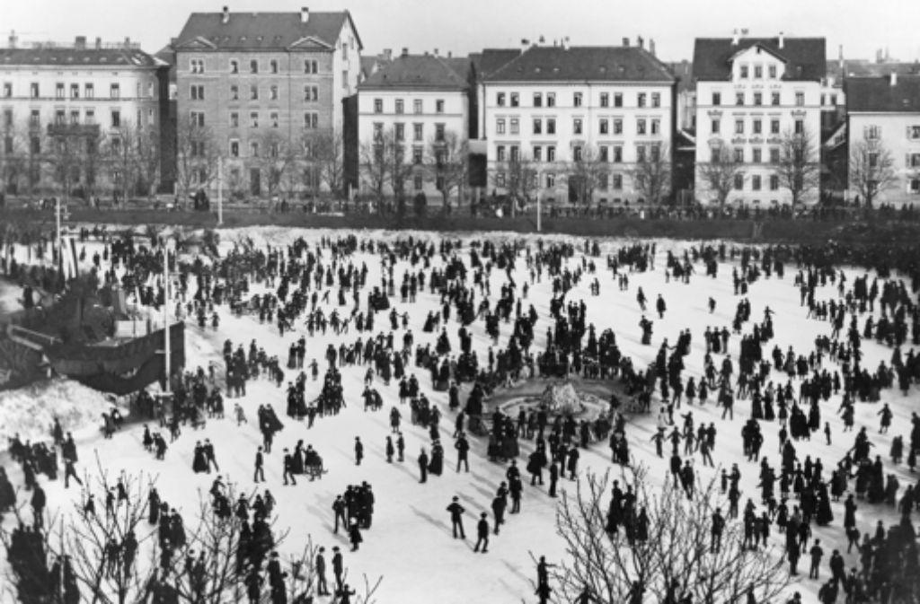 Lang, lang ist es her. Schlittschuhlaufen auf dem Feuersee um 1890. Foto: LMZ-BW/Schalle