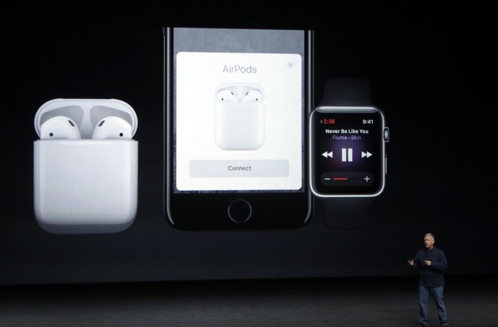 """Am Mittwochabend hielt Apple seine Keynote ab, neben dem iPhone 7 wurde unter anderem auch die Apple Watch """"Series 2"""" und neue Kopfhörer vorgestellt. Foto: AP"""