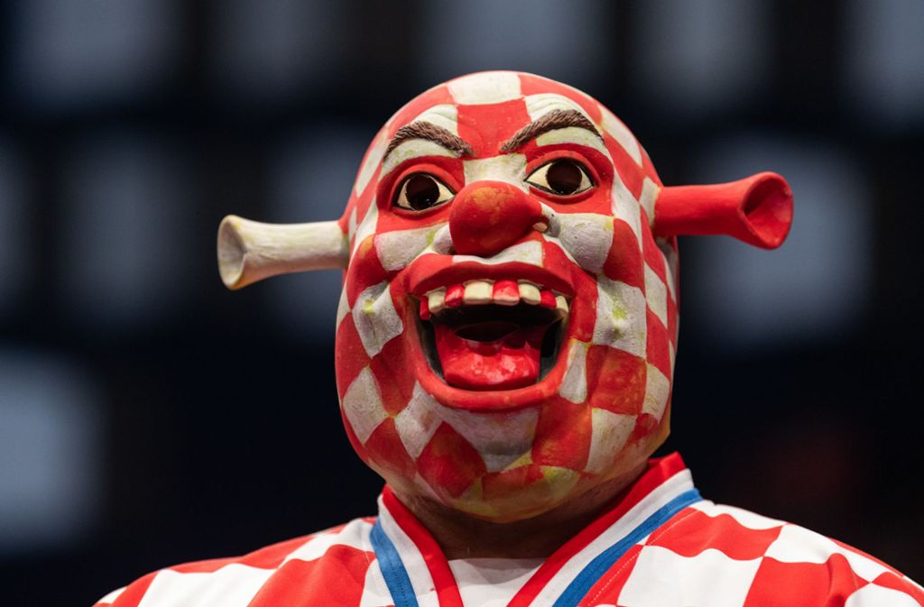 Dieser kroatische Mann ist vermutlich der schönste EM-Fan aller Zeiten. Foto: dpa/Robert Michael